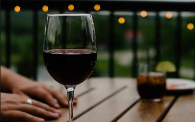 Seis pasos para elegir un buen vino